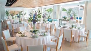 純白の結婚式場 清廉 テラスあり 最上階 眺めがいい ニーズに応える 明るい挙式 多目的