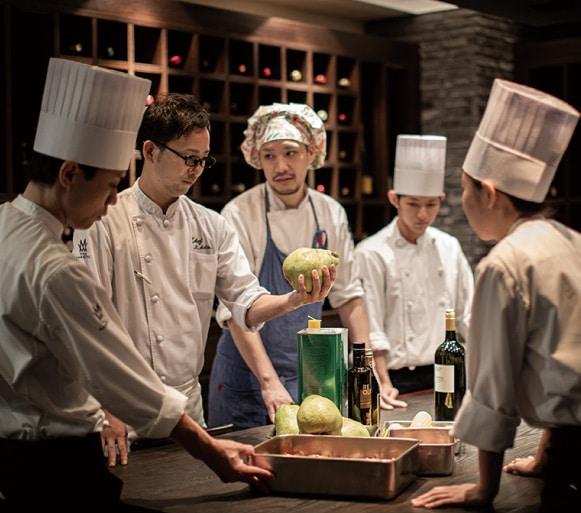 ザ マグリット | 岡山県岡山市の結婚式場・パーティーウェディング・おもてなしウェディング シェフ&キッチンスタッフ4